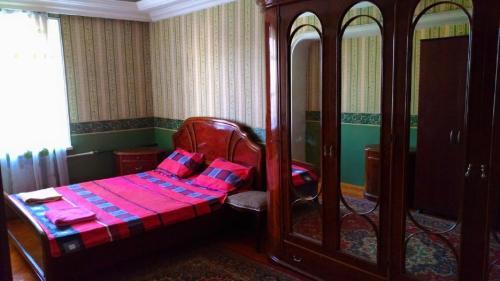 Cama ou camas em um quarto em Apartament on Mirzaaga Aliyev 138