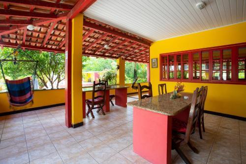 A restaurant or other place to eat at Pousada dos Gravatais