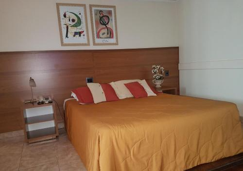 A bed or beds in a room at Tamareiras Park Hotel