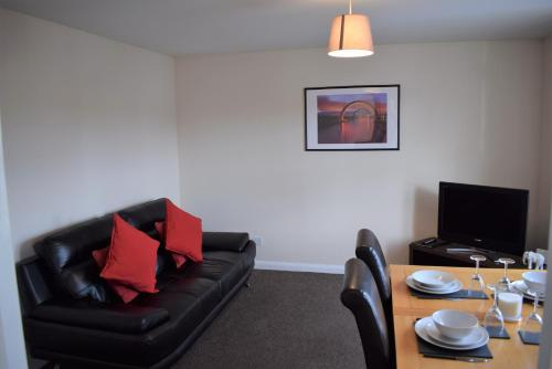 A seating area at Kelpies Serviced Apartments Alexander- 2 Bedrooms