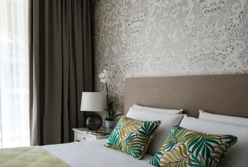 Cama ou camas em um quarto em Cesca's Boutique Hotel