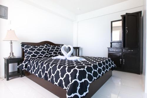Кровать или кровати в номере Jaynet Oceanview Resort