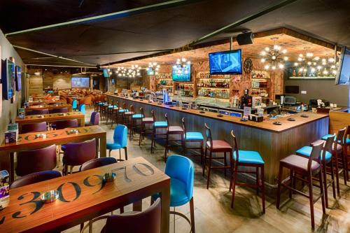 Citymax Hotel Bur Dubai tesisinde bir restoran veya yemek mekanı