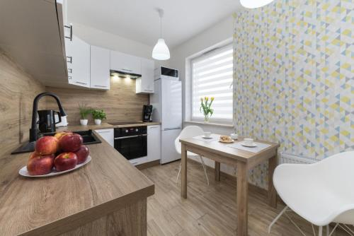 A kitchen or kitchenette at Apartament Sweet House