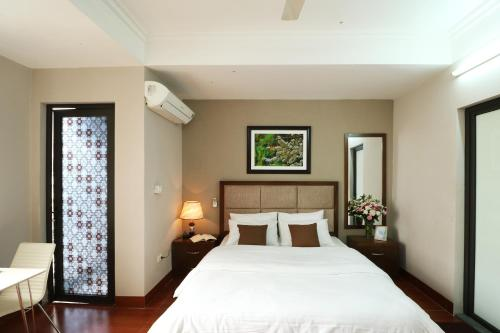 A bed or beds in a room at ISTAY Hotel Apartment 1