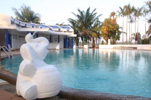 The swimming pool at or close to Prompiram Suannam Resort
