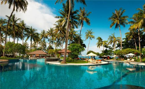 The swimming pool at or near Holiday Resort Lombok