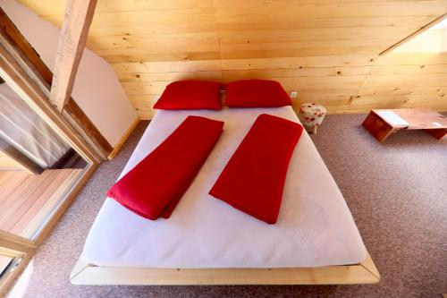 A bed or beds in a room at Country House Na Škaluc