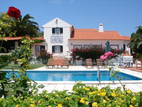 The swimming pool at or near Quinta Verde Sintra