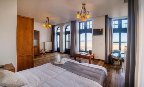 Een bed of bedden in een kamer bij Hotel Villa Select