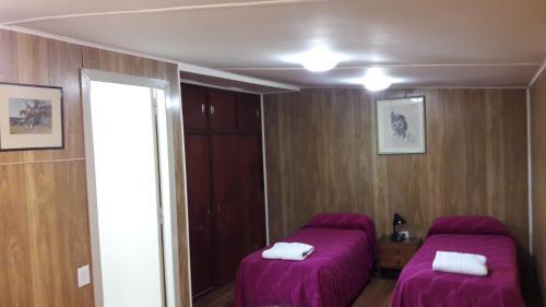 Una cama o camas en una habitación de La Posada de Pinky Hotel