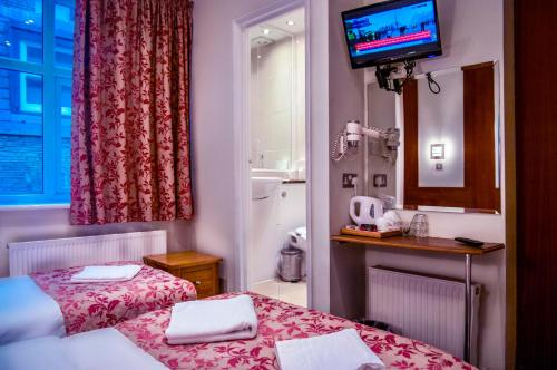 Ένα ή περισσότερα κρεβάτια σε δωμάτιο στο Westbury Hotel Kensington