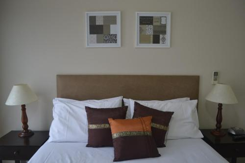 A bed or beds in a room at Cypress Waterview Spa Apartment - 37B