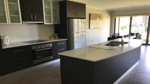 A kitchen or kitchenette at 39A Cypress Drive - Mulwala