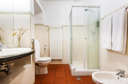 Uma casa de banho em Monte do Serrado De Baixo