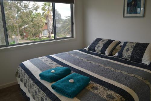 A bed or beds in a room at Waterview- Stoneleigh at Yarra