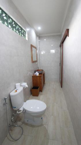 A bathroom at Pondok Serayu