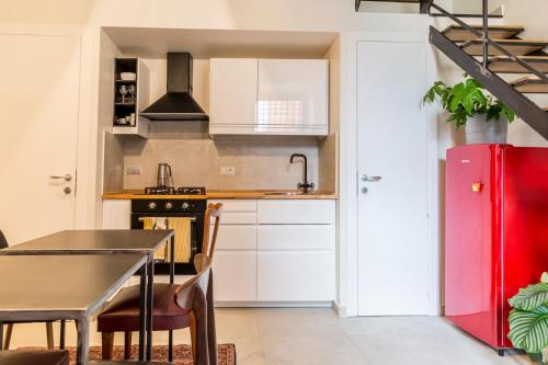 A kitchen or kitchenette at Tolomeo B&b