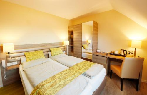 A bed or beds in a room at Hotel Saint Fiacre