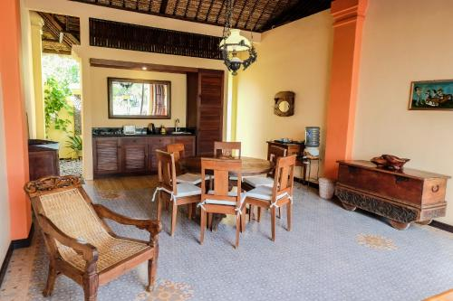 A restaurant or other place to eat at Amertha Bali Villas