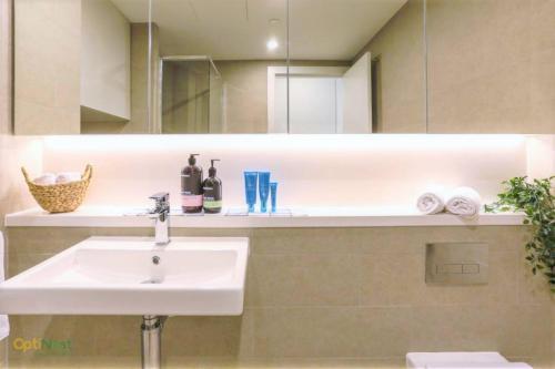 A bathroom at ▷◍New Luxurious Resort◍(stuЙninɡ ct VieW-APT【SYD】