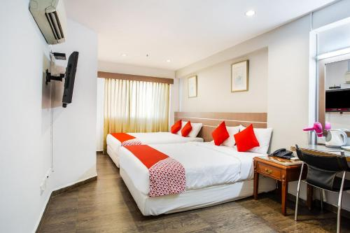 A bed or beds in a room at OYO 106 Beach Hotel