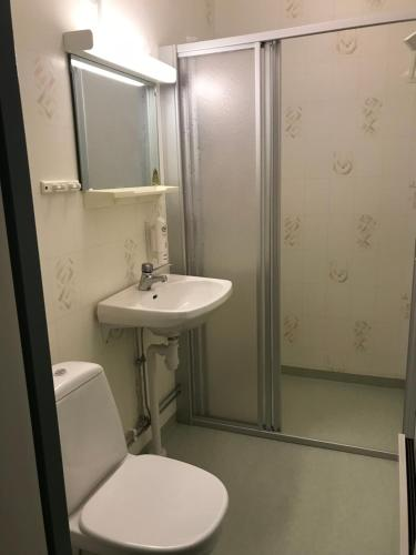 A bathroom at Long/Short Stay Högalid