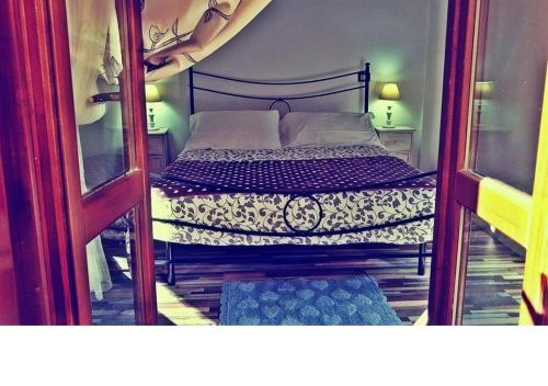 A bed or beds in a room at Le Logge del Banditore