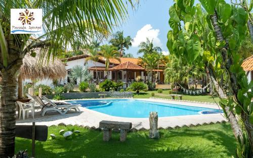 A piscina localizada em Pousada Igarapé ou nos arredores