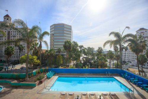 The swimming pool at or close to Renaissance Long Beach Hotel