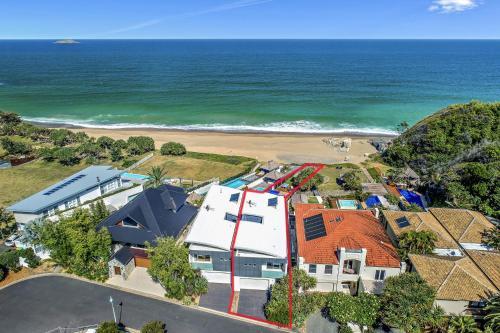 A bird's-eye view of Beachfront #12