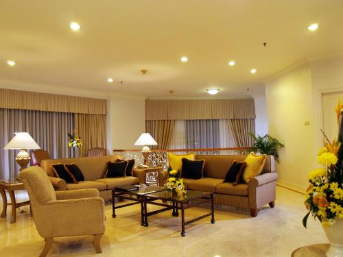 A seating area at Aryaduta Suite Semanggi