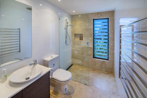 A bathroom at Shambhala at Sapphire Beach