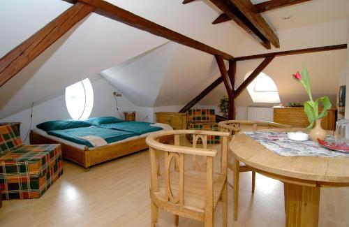 Łóżko lub łóżka w pokoju w obiekcie Pension Harmonie