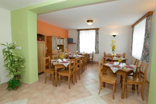 Restauracja lub miejsce do jedzenia w obiekcie Pension Harmonie