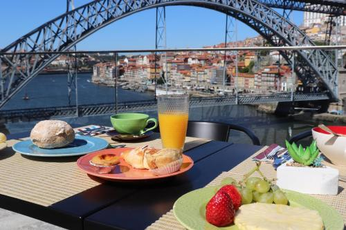 Breakfast options available to guests at Bridge It - Suites & Views