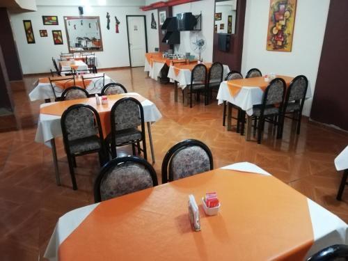 Un restaurant u otro lugar para comer en Hotel Alexander