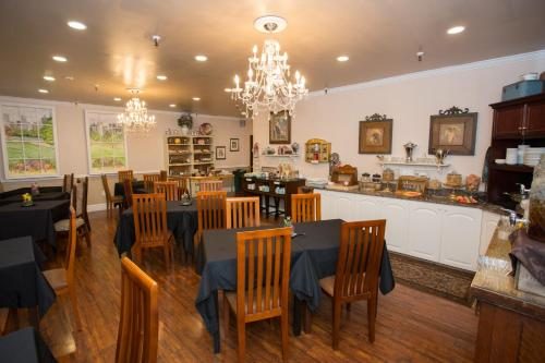 A restaurant or other place to eat at Hearthstone Inn Boutique Hotel Halifax-Dartmouth