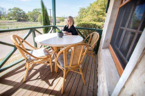 A balcony or terrace at Old Swanport General Store, Swanport-Murray River