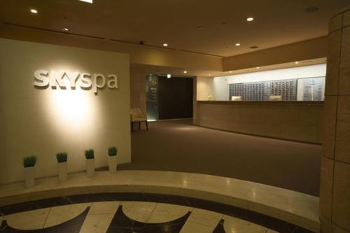 The lobby or reception area at Sky Spa Yokohama