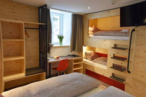 A bunk bed or bunk beds in a room at Eiger Guesthouse