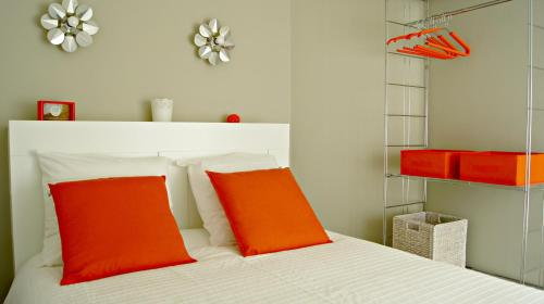 A bed or beds in a room at Little Suite - Ferdinand