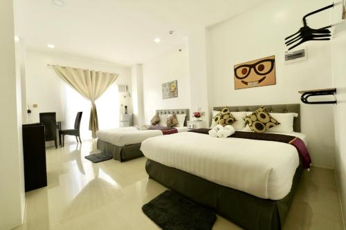 A bed or beds in a room at Mirage Suites de Boracay