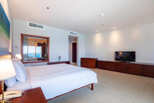 Кровать или кровати в номере Radisson Blu Resort, Fujairah