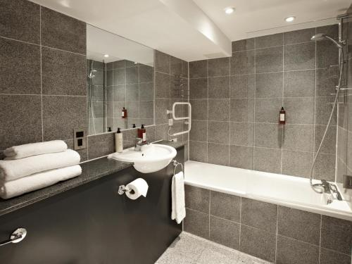 A bathroom at 196 Bishopsgate