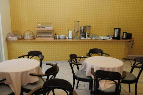 A restaurant or other place to eat at Hotel Pantheon