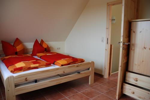 A bed or beds in a room at Ostseepension TonArt