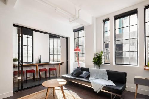 A seating area at Spacious Designer Warehouse Melbourne CBD Apartment