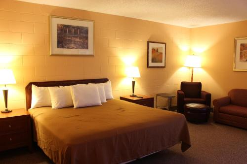 A bed or beds in a room at Sunlac Inn Lakota