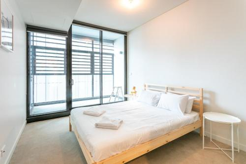 A bed or beds in a room at York & George: Sydney CBD
